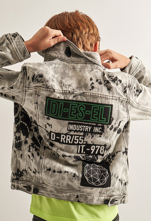 https://ie.diesel.com/dw/image/v2/BBLG_PRD/on/demandware.static/-/Library-Sites-DieselMFSharedLibrary/default/dw9fd09078/CATEGORYOV/2x2_90.jpg?sw=622&sh=907