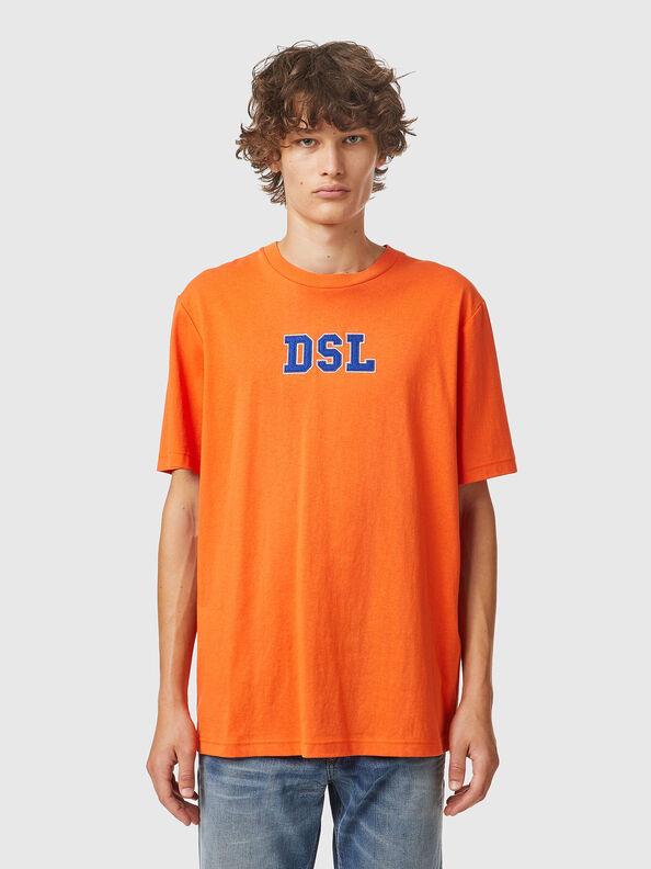 https://ie.diesel.com/dw/image/v2/BBLG_PRD/on/demandware.static/-/Sites-diesel-master-catalog/default/dw0bbf32c3/images/large/A03507_0QCAH_34H_O.jpg?sw=594&sh=792