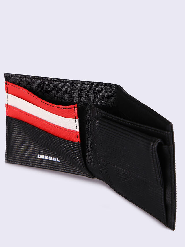 HIRESH S, Black/Red