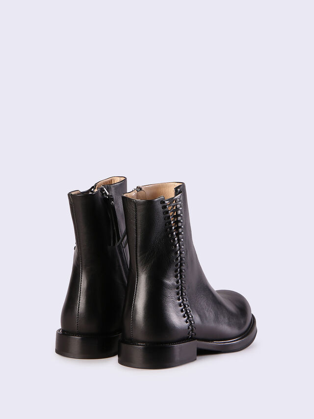 D-KOMB BOOT WCB, Black